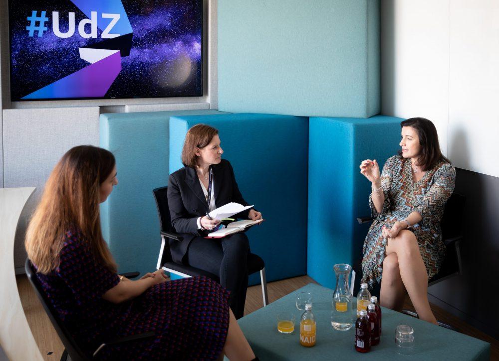 Dorothee Bär und Tijen Onaran im Gespräch: <br>Wie ist es um Deutschlands Digitalkompetenz bestellt? 1