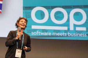 Jutta Eckstein bei der Eröffnung der OOP Konferenz 2019